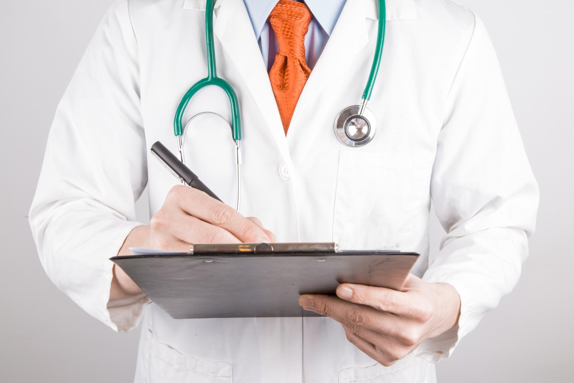Le traitement aigu atopitcheskogo de la dermatite