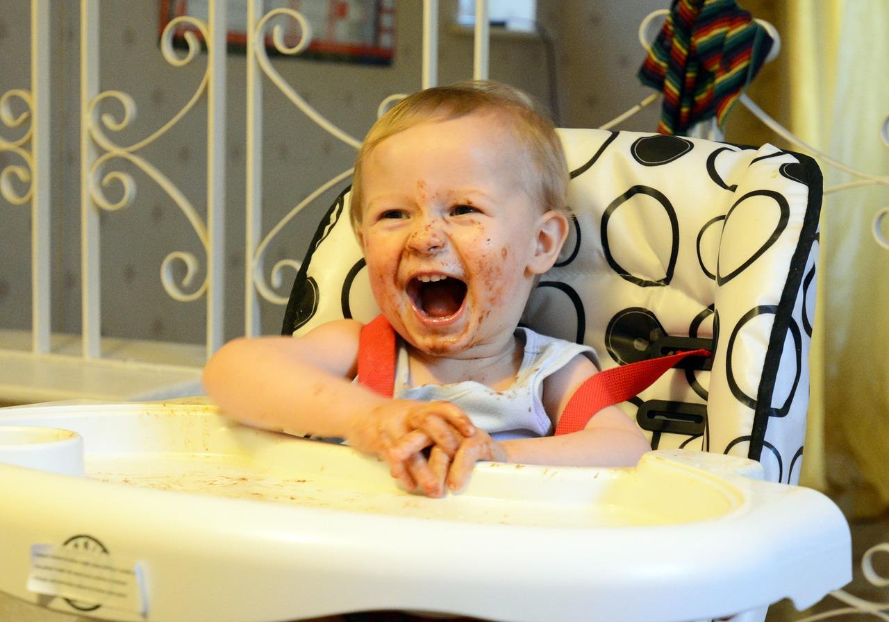 Bébé à table